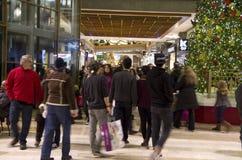 Black Friday-Urlaubseinkäufe-Mall-Weihnachtsbaum Lizenzfreies Stockfoto
