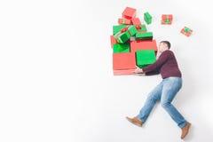 Black Friday 2016, Vereinigte Staaten Lustiger Vater, der Geschenkboxen hält Lizenzfreies Stockbild
