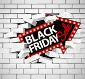 Black Friday-Verkaufs-Zeichen, das durch Wand bricht Lizenzfreie Stockbilder