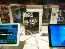 Black Friday-verkoop van elektronika bij FNAC-de Melkweg Ta van Opslagsamsung Stock Afbeeldingen