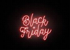 Black Friday-Verkoopachtergrond Lichtgevend lichtrood tekst van letters voorziend teken Royalty-vrije Stock Foto's