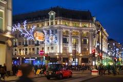 Black Friday weekend in Londen de eerste verkoop vóór Kerstmis De Straat van Oxford Stock Afbeeldingen