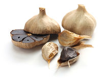 Black garlic bulbs and cloves Royalty Free Stock Photos