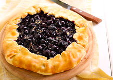 Black grapes and rosemary tart Royalty Free Stock Photos