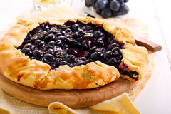 Black grapes and rosemary tart, Royalty Free Stock Photos