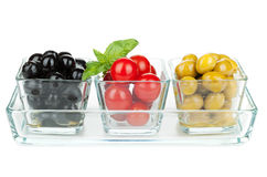 Black and green olives and tomatoes with basil Royalty Free Stock Photos