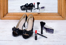 Black heel shoes with glasses and lipstick Royalty Free Stock Photos