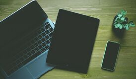 Black Ipad Beside Green Iphone 5c Royalty Free Stock Photos
