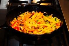 Black Iron Skillet Pan Cooking Fajita Vegetables Royalty Free Stock Images