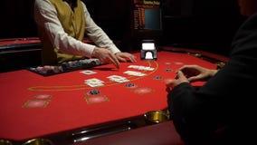 Black Jack de juego en un casino - ascendente cercano almacen de video