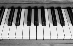 black keys pianowhite royaltyfri foto
