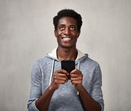 Black man with smartphone Royalty Free Stock Images