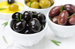 Black olives in a bowl close-up, horizontal Stock Photography