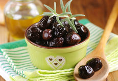 Black olives in the bowl Royalty Free Stock Images
