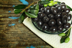 Black olives and green leaves Royalty Free Stock Image