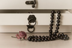 Black pearls necklace in a wooden casket Stock Images