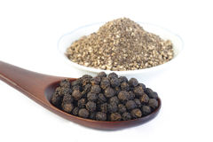 Black pepper and black pepper powder Royalty Free Stock Photography
