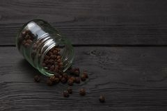 Black pepper grinder and spice on black table. Stock Photography