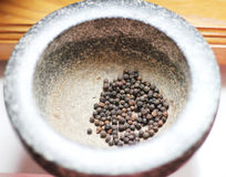Black pepper in a mortar Royalty Free Stock Photography