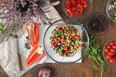Black quinoa, chickpeas, peppers, cucumber, tomatoes, parsley. S Stock Photography
