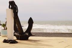 Black Sea kust, Sochi Under stark vind och storm royaltyfri fotografi