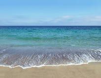 Black Sea seglar utmed kusten Arkivbilder