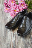 Black  shoes and flowers Royalty Free Stock Photos