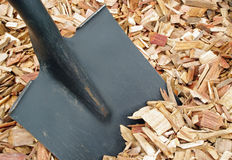Black shovel and mulch Royalty Free Stock Photos
