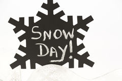 Black snowflake with No School scribbled on old, dusty chalk sur Stock Images