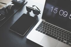 Black Sunglasses Near Macbook Pro and Ipad Royalty Free Stock Photos