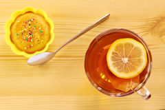 Black tea with lemon and cake Royalty Free Stock Images