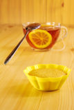 Black tea with lemon and cinnamon muffins Stock Photography