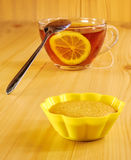 Black tea with lemon and cinnamon muffins Royalty Free Stock Photography