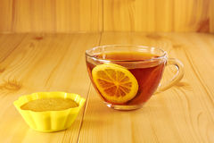 Black tea with lemon and cinnamon muffins Royalty Free Stock Images