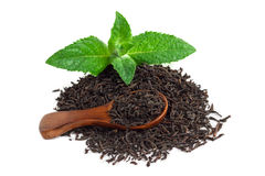 Black tea with mint and a wooden spoon Royalty Free Stock Photos