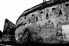 Black&White 被加强的中世纪撒克逊人的教会在科德莱亚,特兰西瓦尼亚 免版税库存图片