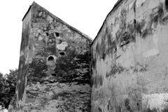 Black&White 被加强的中世纪撒克逊人的教会在科德莱亚,特兰西瓦尼亚 图库摄影