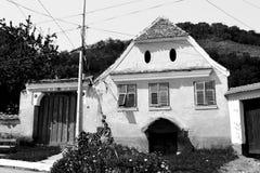 Black&White 被加强的撒克逊人的中世纪教会在村庄Biertan,特兰西瓦尼亚 库存照片