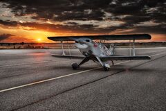 Black and White Aviation Plane Arriving during Sunset Royalty Free Stock Photos