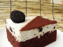 Black & white cookie and cream chocolate cake Royalty Free Stock Photography