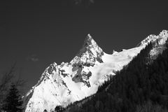 Black and white mountain peak in snow Stock Photography