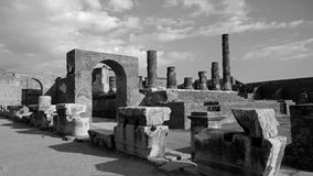 Black-and-white photograph of the arch in the ruined city of Pompeii. In Italy Royalty Free Stock Photos