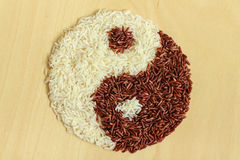 Black and white rice forming a yin yang Stock Photography