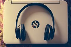 Black Wireless Headphone Near White Hp Laptop Stock Images