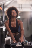 Black woman doing sit ups at the gym Royalty Free Stock Images
