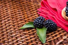 Blackberry su fondo di vimini Fotografia Stock Libera da Diritti