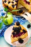 Blackberry y empanada de manzanas Imagenes de archivo