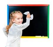 blackboard ślicznej dziewczyny mała pobliski pozycja obraz royalty free