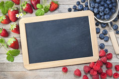 Blackboard Chalkboard jagod Szyldowy tło zdjęcie royalty free