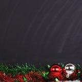 Blackboard dekorujący wesoło święto bożęgo narodzenia Fotografia Stock